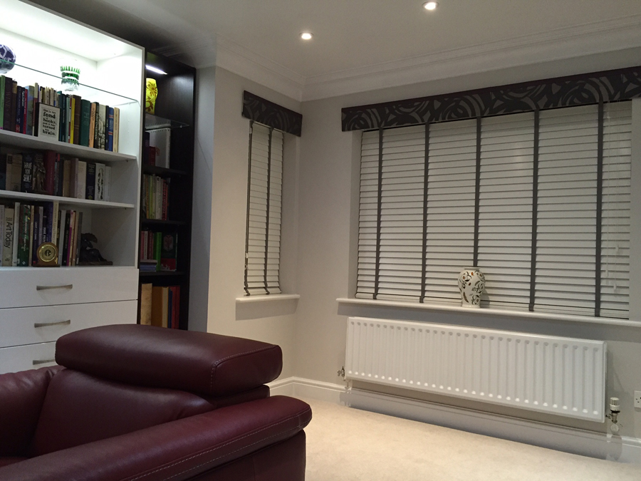 Pelmet & Venetians<div style='clear:both;width:100%;height:0px;'></div><span class='cat'>Curtains Pelmets, Previous Projects, Venetian Blinds</span>
