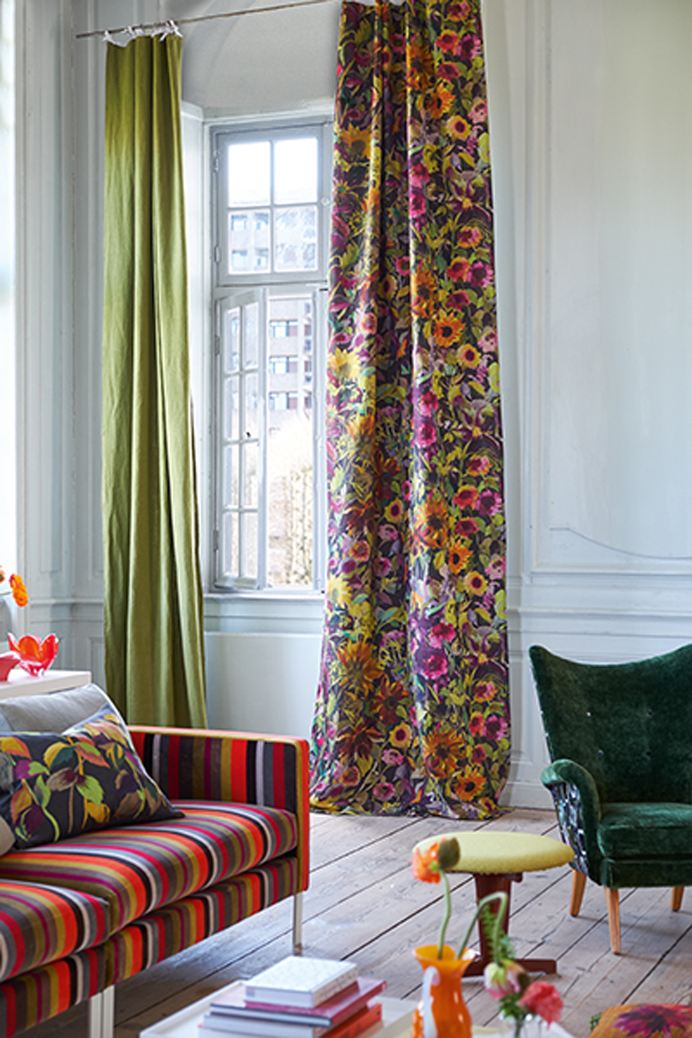 Designers Guild Jaipur Rose - Indian Sunflower RH curtain, Chandigarh - Verese Lambusa sofa<div style='clear:both;width:100%;height:0px;'></div><span class='cat'>Designers Guild</span>