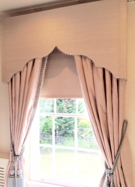 Pelmet & curtains <div style='clear:both;width:100%;height:0px;'></div><span class='cat'>Curtains Pelmets, Previous Projects</span>