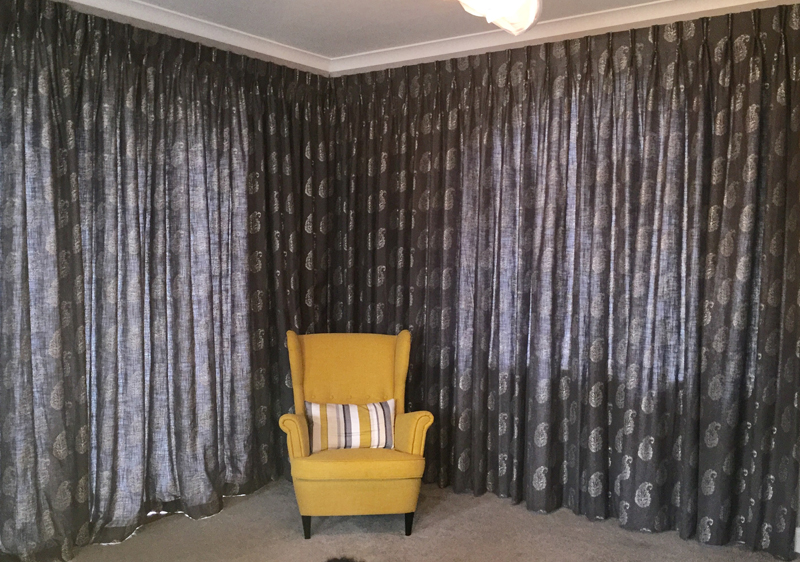 Twin pinch<div style='clear:both;width:100%;height:0px;'></div><span class='cat'>Previous Projects, Curtains Pelmets</span>