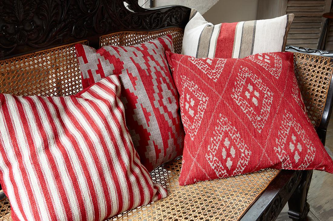 Romo Mark Alexander Safari Ebony Sofa Cinnabar Red<div style='clear:both;width:100%;height:0px;'></div><span class='cat'>Romo</span>