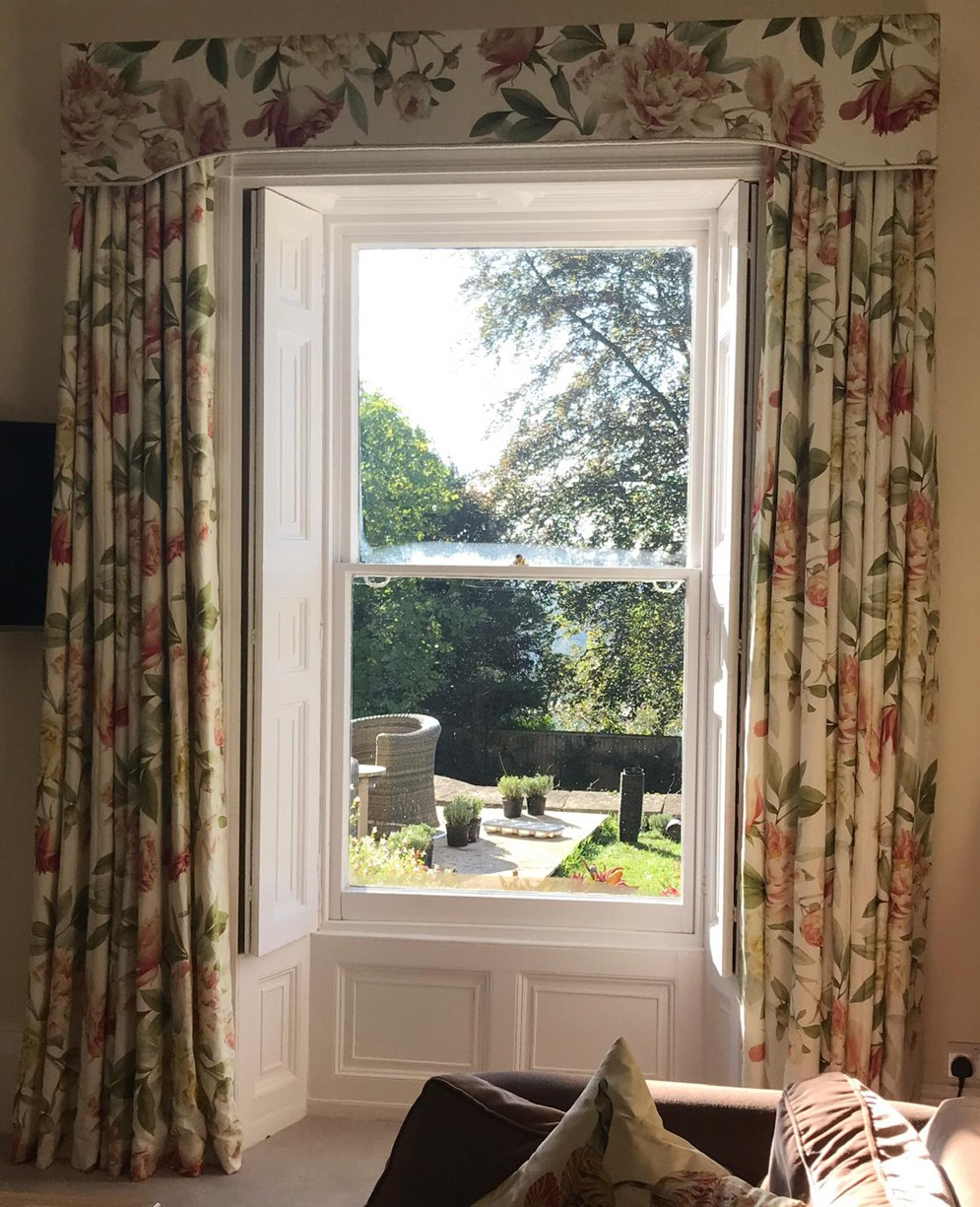 Curtains & pelmet<div style='clear:both;width:100%;height:0px;'></div><span class='cat'>Curtains Pelmets, Previous Projects</span>